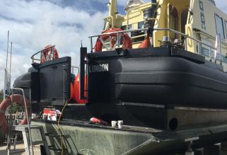 Op maat gemaakte, afneembare fenders voor het vaartuig Geo Solution van Geo Plus, Scheemda