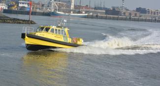 Projects-2016-06-workboat-fenders-Dijkstra-Sima-SC-Elan-04.png