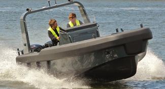 Projects-2017-Workboat-fender-Stormer-Marine-Recue75-outboard.jpg